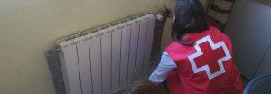 chica cruz roja protege calefacción domicilio