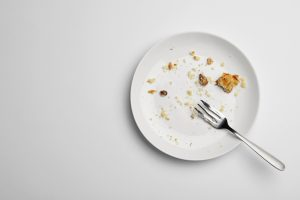 plato vacío de comida seguridad alimentaria