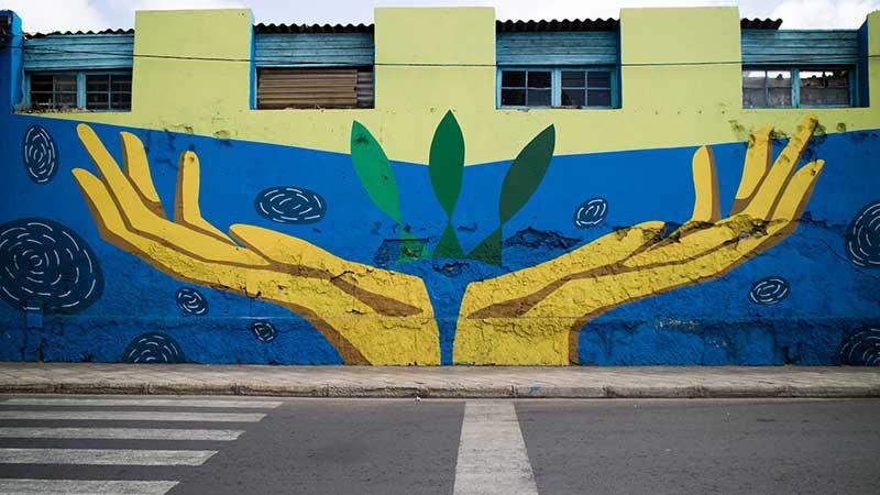 mural pintado sobre el pacto verde y el medio ambiente
